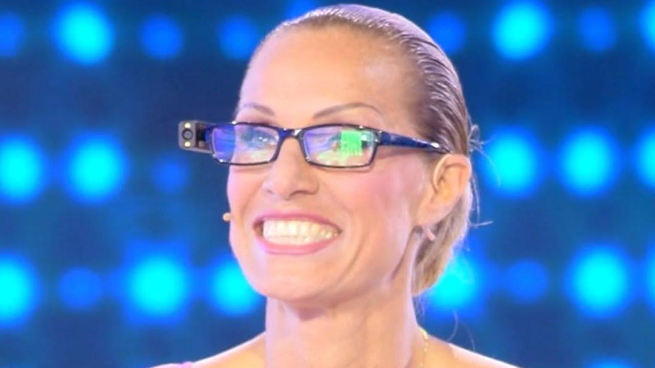 """Annalisa Minetti con gli occhiali speciali: """"Riesco a leggere e vedere volti"""""""