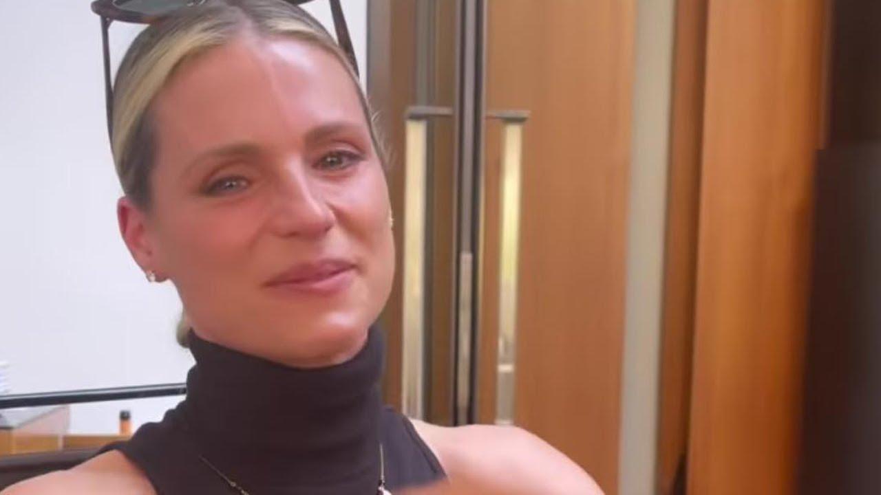 Aurora Ramazzotti incinta? L'idea fa piangere mamma Michelle Hunziker