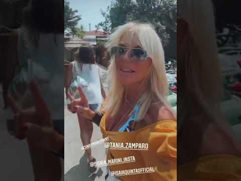 Matilde Brandi arriva finalmente al Twiga di Forte dei Marmi per ira di pranzo dopo vari intoppi